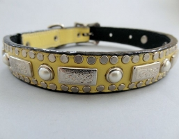 Square Pearl Banana Cream Leather Collars