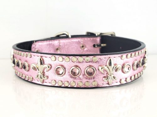 Dog collar Fleur De Crystal in pink metallic Italian leather with light amethyst crystals and fleur de lis ornaments