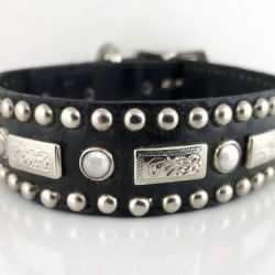 Dog collar Square Pearl in black Italian leather with white pearls